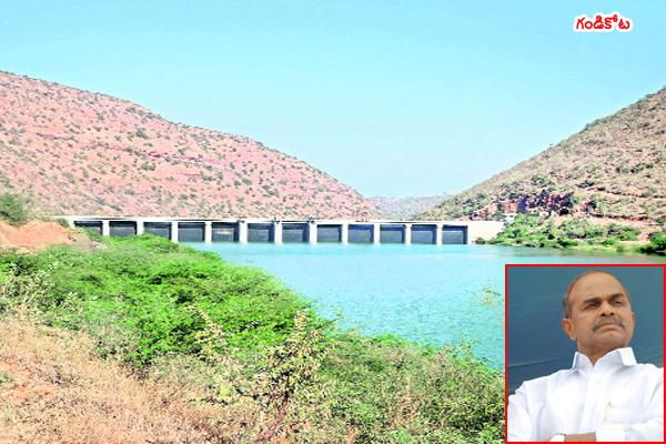 YSR according priority to irrigation projects - Sakshi