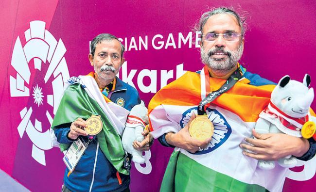 Pranab Bardhan, Shibhnath Sarkar win bridge gold for India - Sakshi