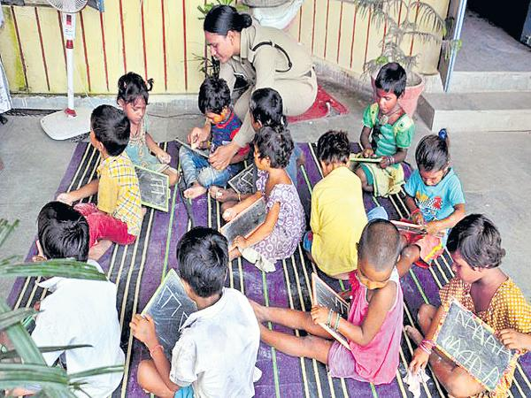 Children are queued to study in Police School - Sakshi