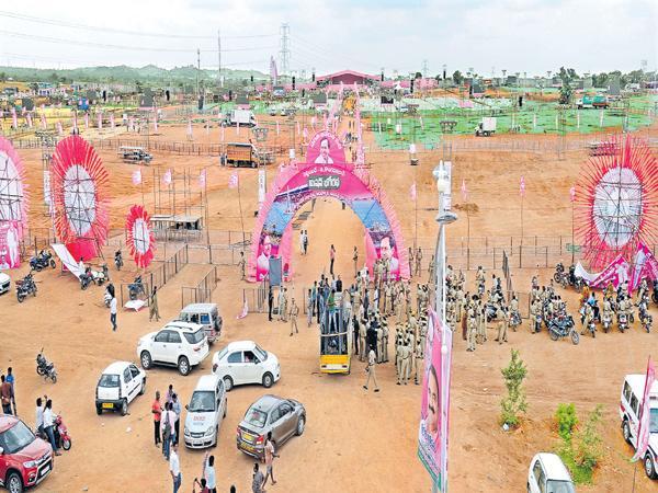 Massive crowd to pragathi nivedika sabha - Sakshi