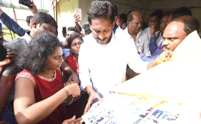 YS Jagan Mohan Reddy  Congratulates to Pratyusha Creative Writing - Sakshi