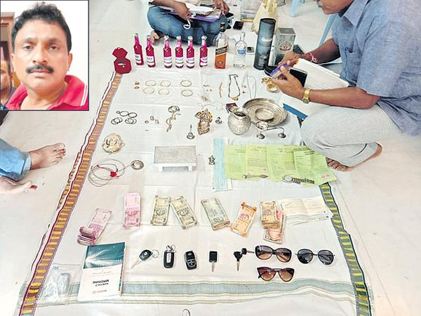Break Inspector Vijayabhaskar at ACB custody - Sakshi