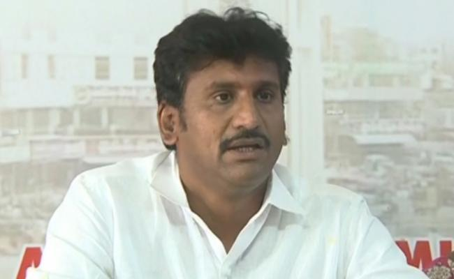 YSRCP Leaders Face To Face With Anantapur Migration People - Sakshi