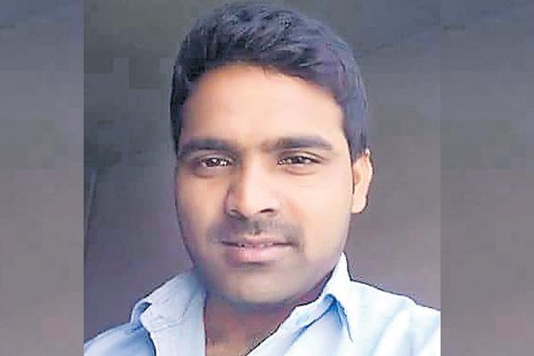 Satish suicide in gulf - Sakshi