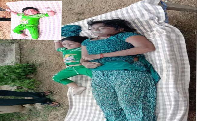 Women Suicide Attempt In Karimnagar - Sakshi