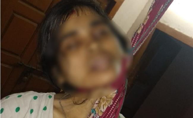 Married commit suicide in Muttukuru - Sakshi