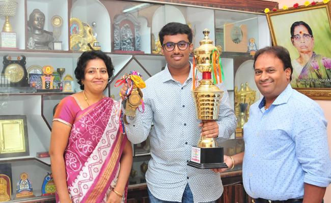 Chess Player Karthik Venkatraman Chit Chat With Sakshi