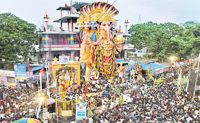 Khairatabad Ganesh Shobha Yatra Start in Hyderabad - Sakshi