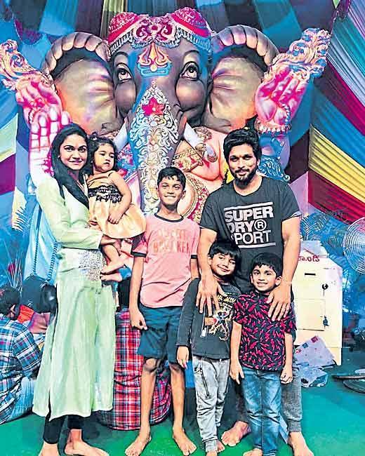 Allu Arjun Family Ganesh Nimajjanam Celebrations - Sakshi