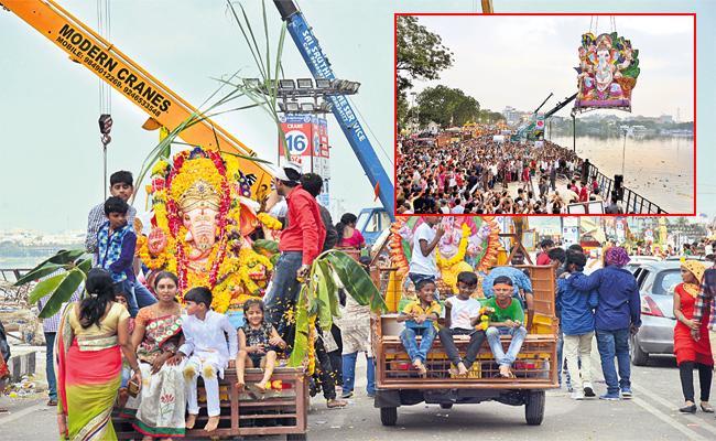 Special Hooks For Ganesh Nimajjanam Hyderabad - Sakshi