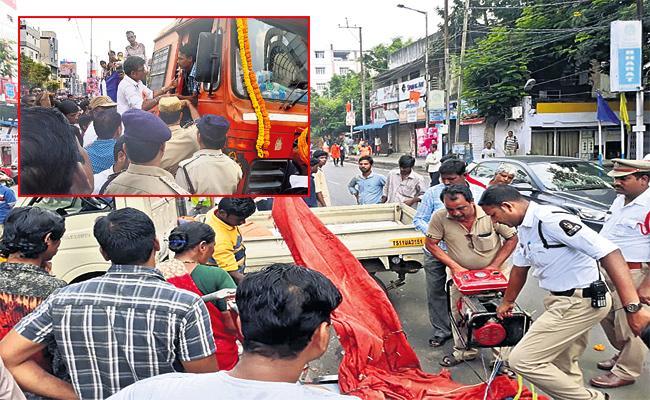 Sad Incidents In Ganesh Nimajjanam - Sakshi