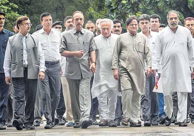 Rafale jet deal rahul fires on narendra modi - Sakshi