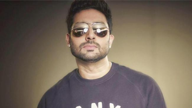 Abhishek Bachchan Said Dignity In Owning And Running A Vada Pav Stall - Sakshi