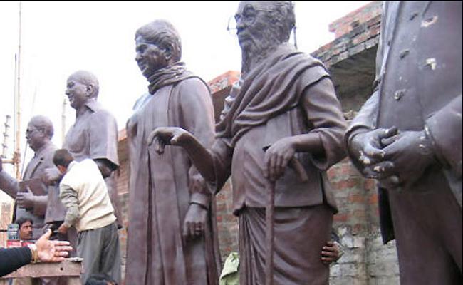 Gollapudi Maruthi Rao Article On Politicians Statues - Sakshi