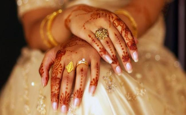 Husband Extra Dowry Harassments in Tamil Nadu - Sakshi