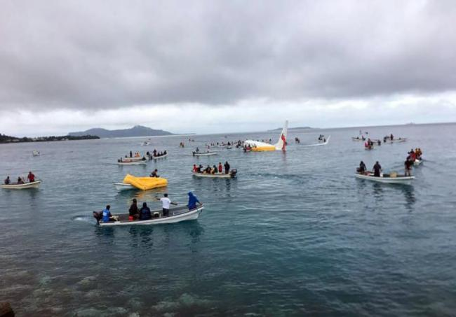 In New Zealand Plane Ditched Into Lagoon But Passengers Live - Sakshi