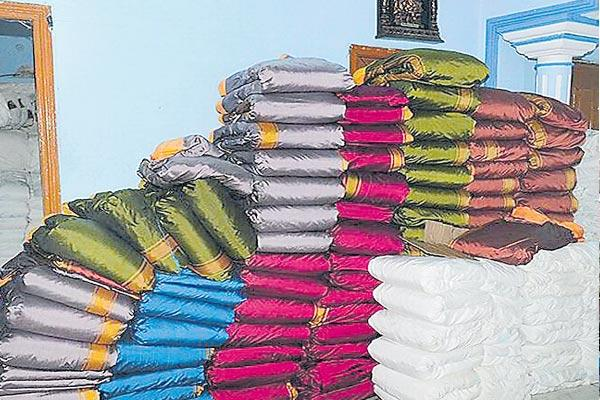 Congress complaint to ec on Bathukamma Sarees Distribution - Sakshi
