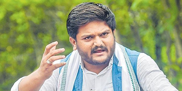 "On ninth day of hunger strike, Hardik unveils his ""will"" - Sakshi"