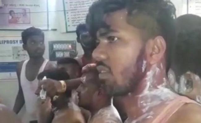Acid Attack On Congress Rally In Karnataka - Sakshi