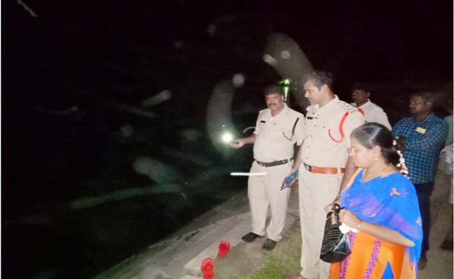 Young Men Missing In Branch Canal Guntur - Sakshi