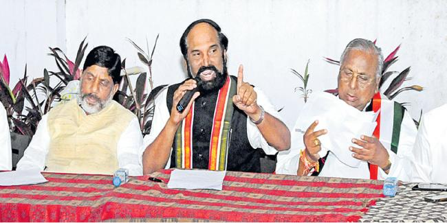 TRS meeting was an utter flop  - Sakshi