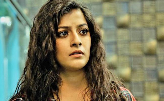 Avoid Movie Reviews Said Varalaxmi SarathKumar - Sakshi