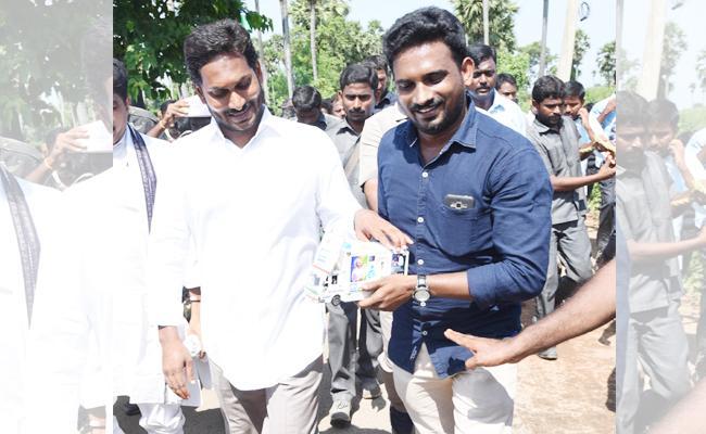 104 Vehicle Sample Gifted To YS Jagan In Praja Sankalpa Yatra - Sakshi