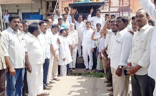 YSR Death Anniversary In East Godavari - Sakshi
