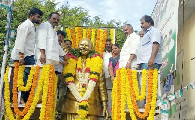 YS Rajashekara Redy Ninth Death anniversary In Tirupati - Sakshi