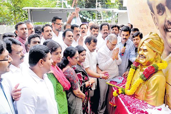 tributes to ys rajasekhar reddy - Sakshi