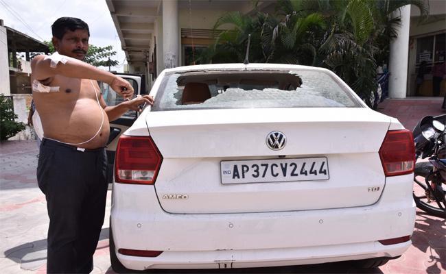 Thieves Attack On Business Man In Nalgonda - Sakshi