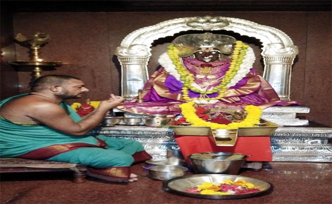 Retirement Age Of Priests CM KCR - Sakshi