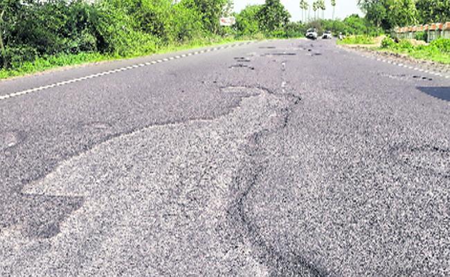 Potholes On Roads In Karimnagar - Sakshi