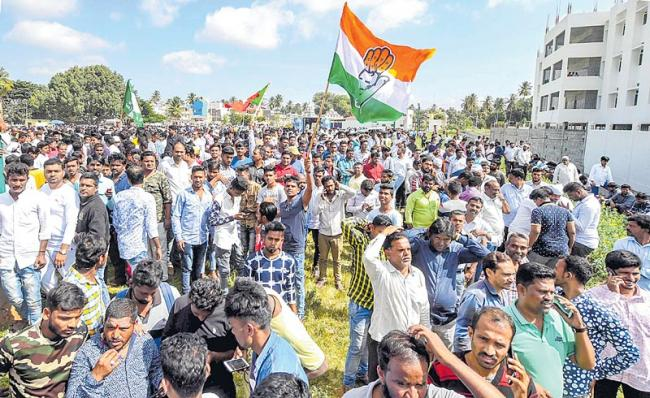 Congress wins Karnataka urban local body elections - Sakshi