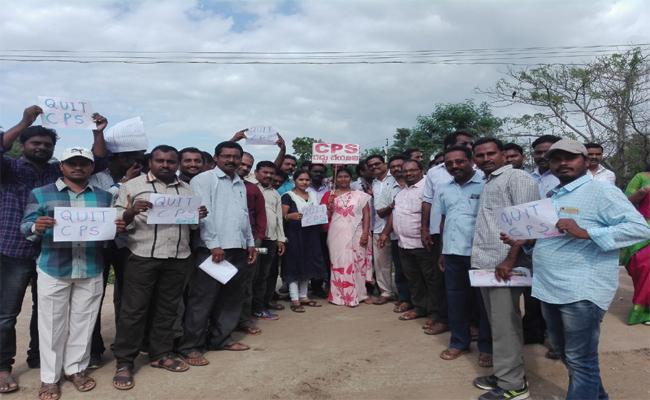 Employees happy With YS Jagan Guarantee - Sakshi