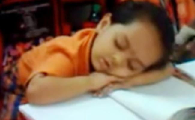 Kid Sleeping In Classroom Cute Video Goes Viral - Sakshi