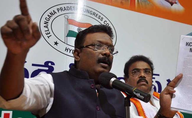 Congress Leader Dasoju Sravan Kumar Fires On KCR - Sakshi