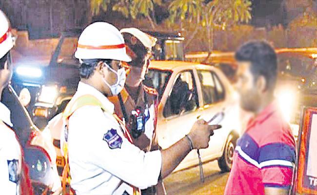 Traffic Police Warning To Osmania Doctor Hyderabad - Sakshi