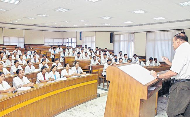 Teaching Professors In Hospitals Get Promotions In Telangana - Sakshi