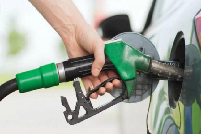 Diesel, petrol prices at an all-time high - Sakshi