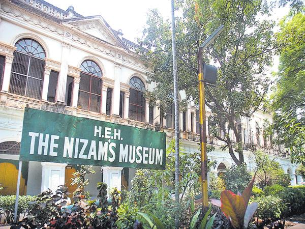 Robbery in the Nizam museum - Sakshi