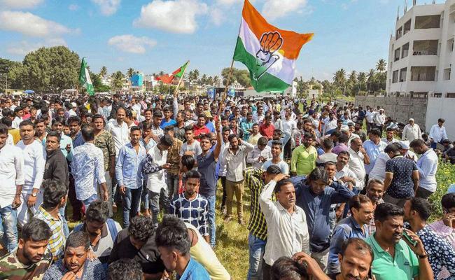 Congress JDS Won More Seats In Karnataka Urban Municipal Elections - Sakshi