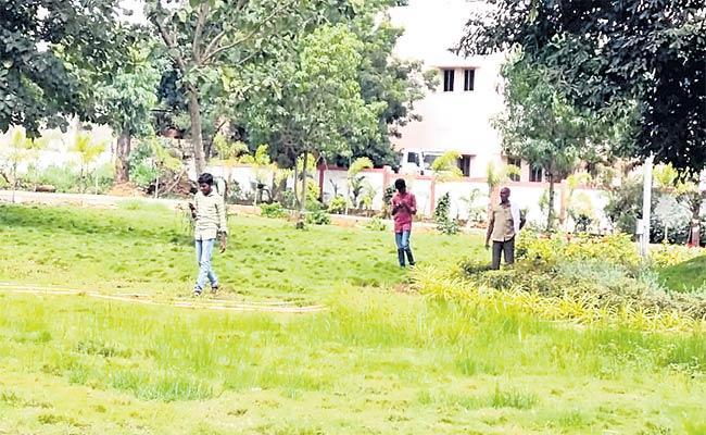 Many Problems In Gandhi Park - Sakshi