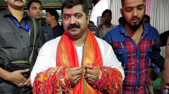 BJP MLA Promises To Kidnap Girls For Men If They Reject Proposals - Sakshi