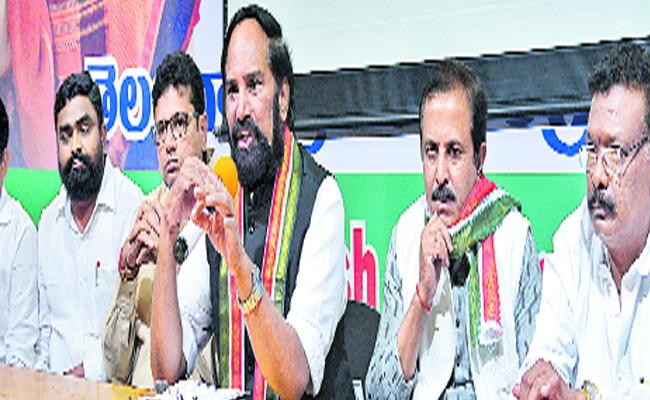 Uttam Kumar Reddy Announced Mega DSC Notification - Sakshi