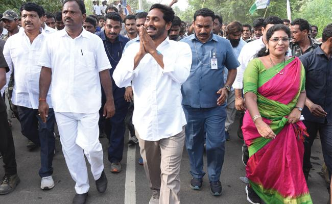People Sharing Their Problems To YS Jagan - Sakshi