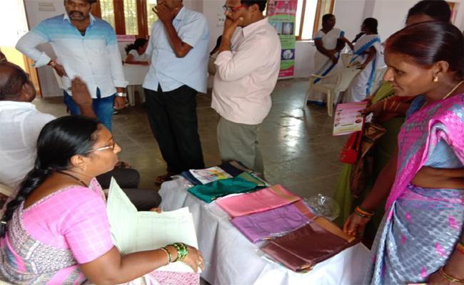 Bathukamma Sarees Womens Feedback Nalgonda - Sakshi