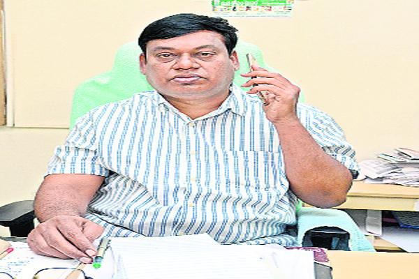 Rythu Bandhu Scheme Checks Distribution Problems Nalgonda - Sakshi