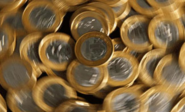 Indian rupee Slips Record low 71.73  per dollar - Sakshi