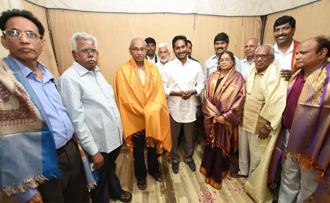 YS Jagan Mohan Reddy Participated In Teachers Day Celebrations - Sakshi